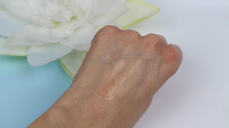Chanel Hydra Beauty Micro Serum vs Chanel Blue Serum. Review and comparison.
